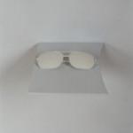 interruptor detalhe óculos claros